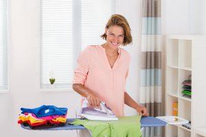Hemden, Hosen und Tischdecken professionell bügeln
